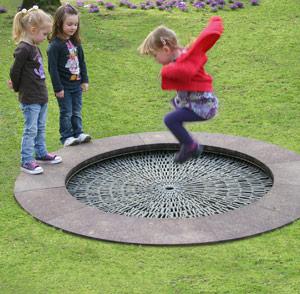 trampolin-kleinspielgeraet-kindergarten